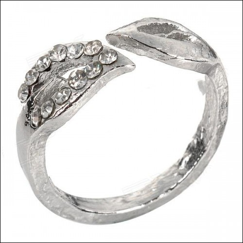 Leaf Style Zinc Alloy + Rhinestones Ring for Women - Silver